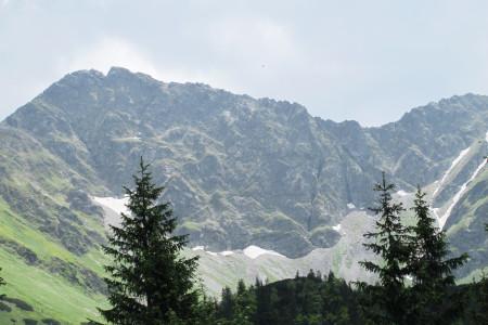 Nejfotogeničtější hřeben Západních Tater – Roháčů  v podobě Ostrého Roháče (2088 m) a Plačlivého (2125 m)