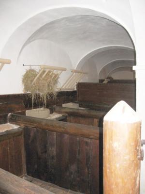 Pohled do  rekonstruovaných stání