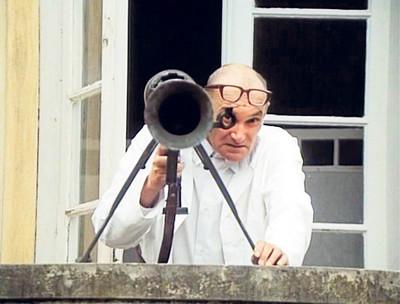 Václav Lohniský jako doktor Chocholoušek z filmu Jáchyme hoď ho do stroje!